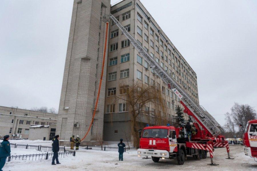 В Брянске тушили условный пожар в диагностическом центре