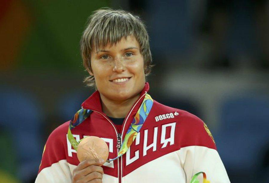 Медведев вручил олимпийским чемпионам ипризерам Игр вРио БМВ