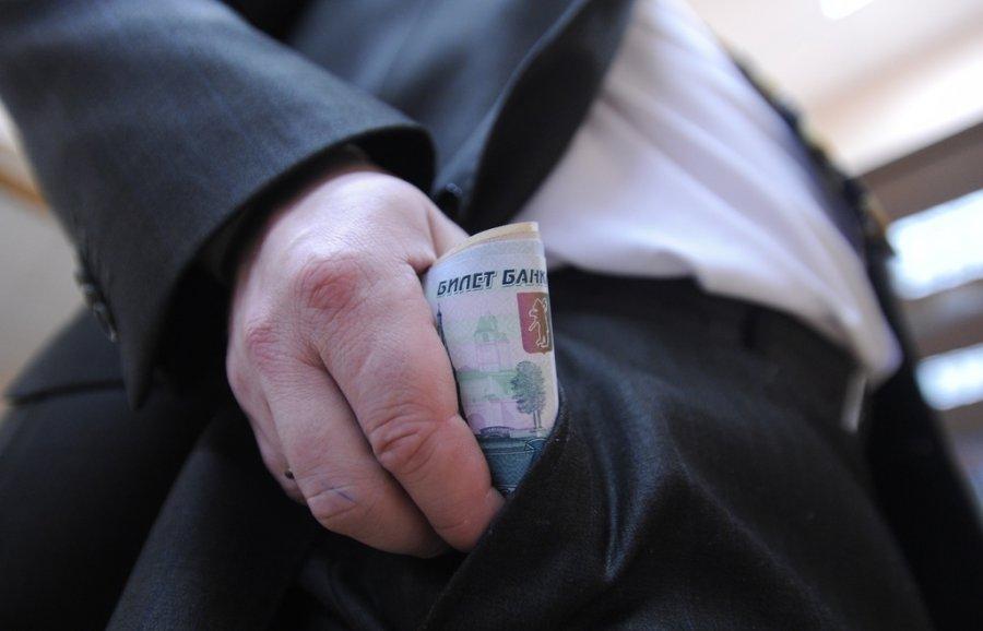 В Брянске двух взяточников из мэрии отправили под суд