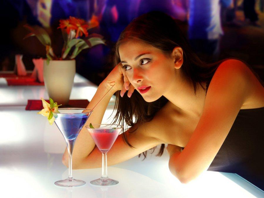 В кафе девушки фото