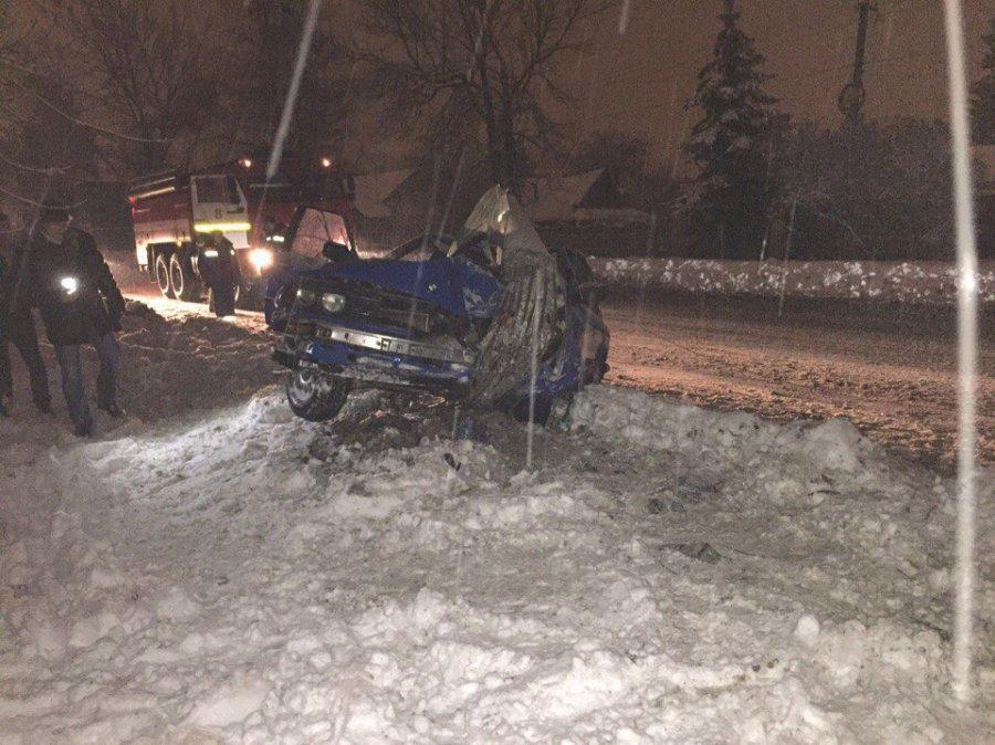 ВБрянске БМВ врезался встолб: пострадали шофёр ипассажирка