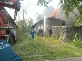 В Мглинском районе горел кирпичный сарай