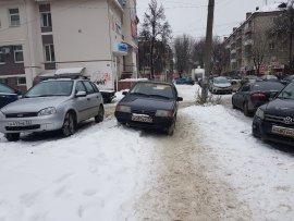 Брянские хамы захватили тротуары на улице Фокина