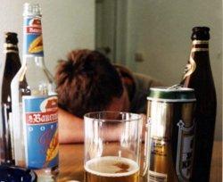 В Брянской области от отравления алкоголем умер 17-летний парень