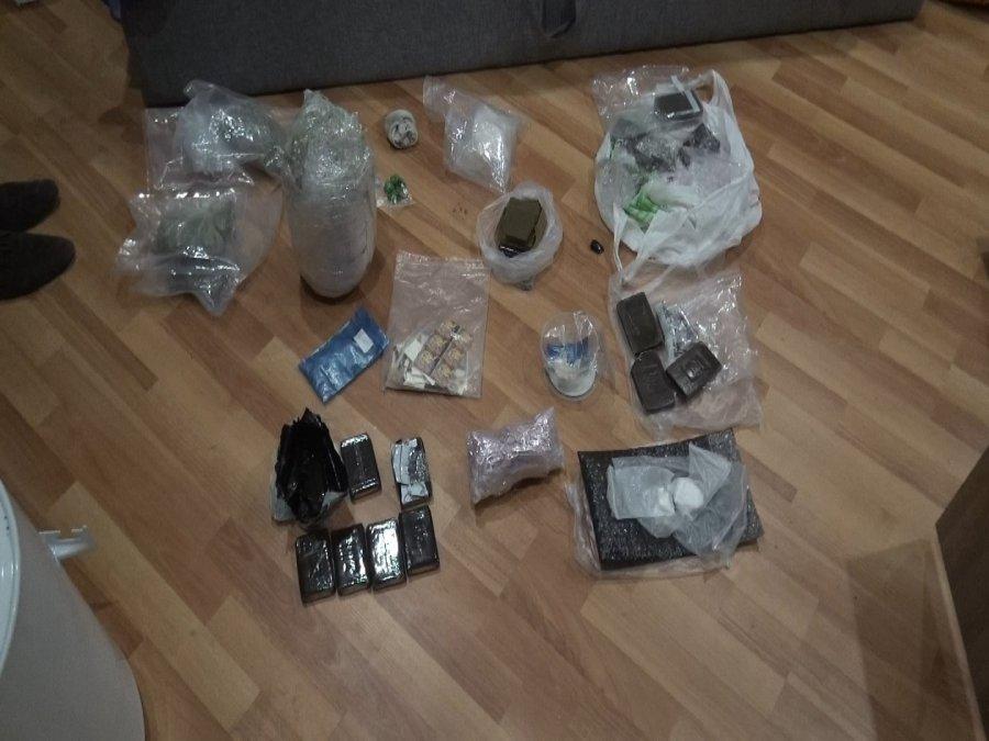 У 2-х граждан Ярославской области вБрянске изъяли больше 8-ми килограммов наркотиков