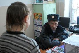 Возле брянской школы №59 подросток отобрал мобильник у девятилетней девочки