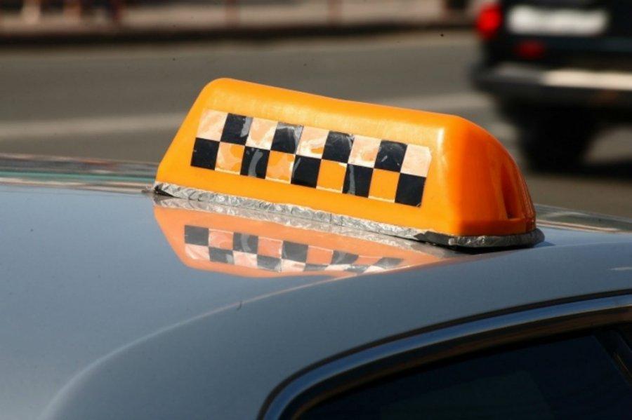ВБрянске таксист обокрал забывчивого пассажира