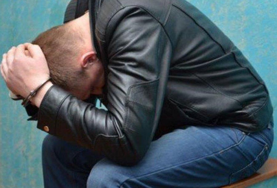 ВБрянске 17-летний юнец похитил уматери друга телефон икарту