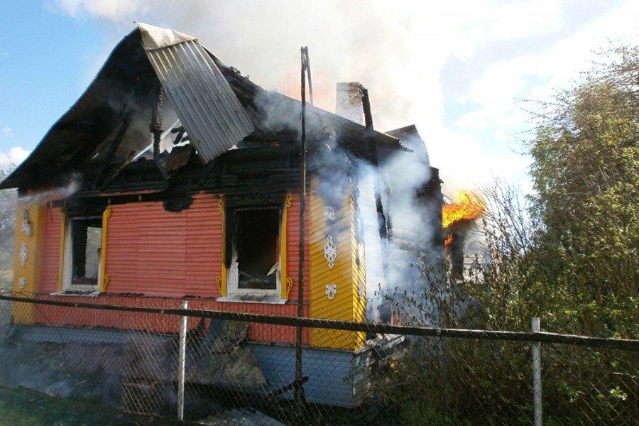 ВБрянском районе горела деревянная дача: умер пенсионер