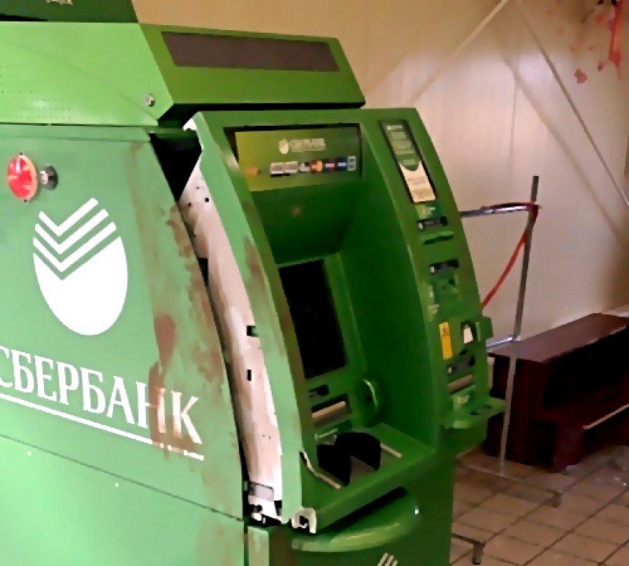 ВСоветском районе Брянска неизвестный поломал банкомат вотделении банка