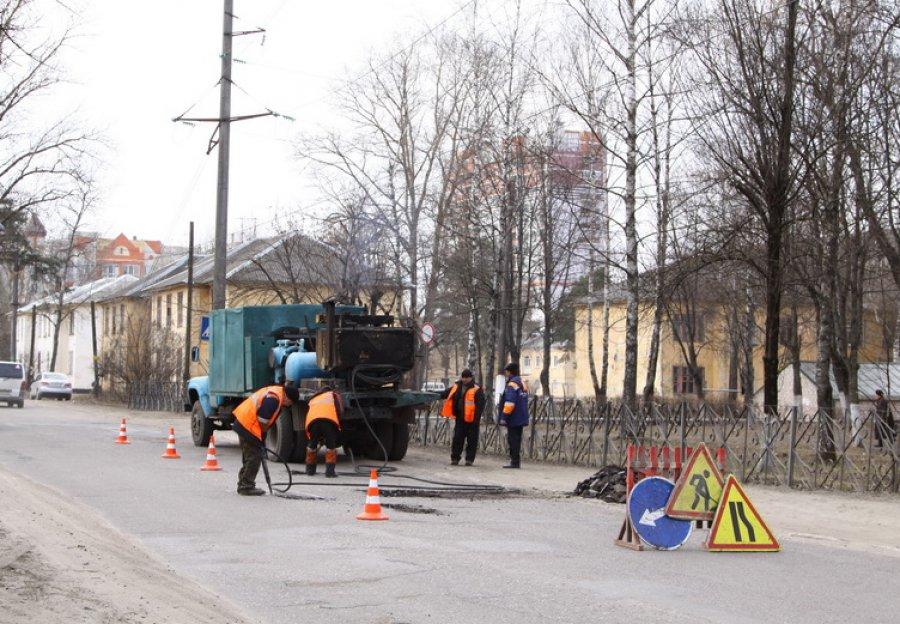 Дорогу поулице Абашева подготовили кямочному ремонту горячим асфальтом