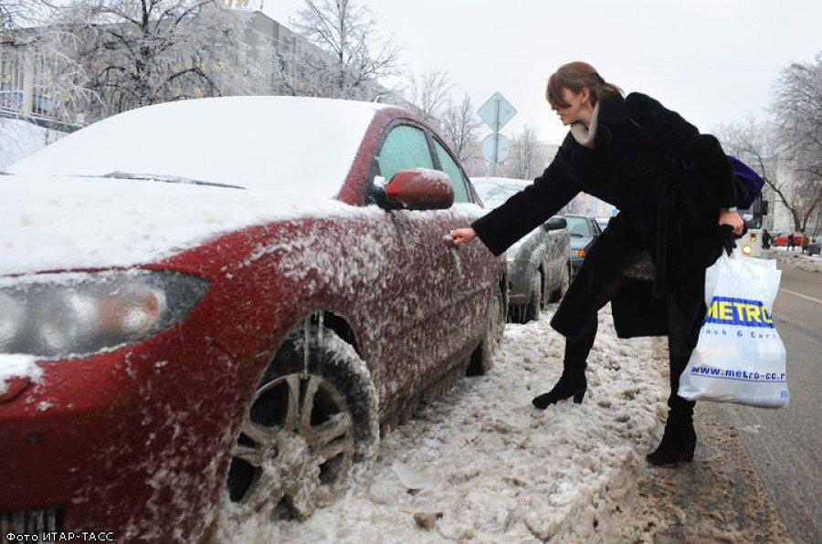 Ледяной дождь превратил улицы Брянска в каток