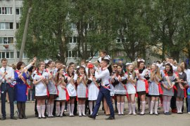 Для 5575 выпускников брянских школ прозвенел последний звонок