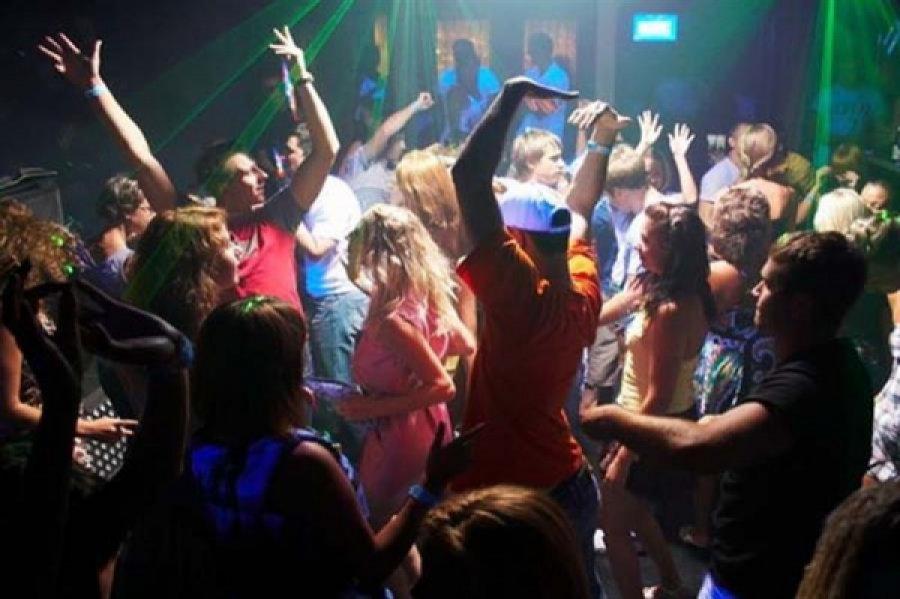 Сняли красивую в ночном клубе русские фото 711-581