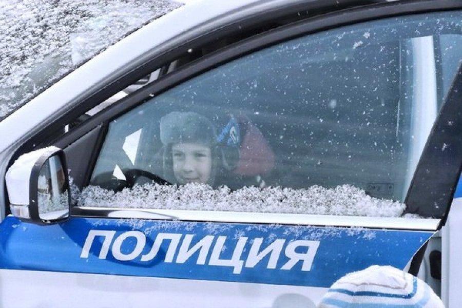 Под Брянском полицейские спасли пострадавшего в аварии малыша