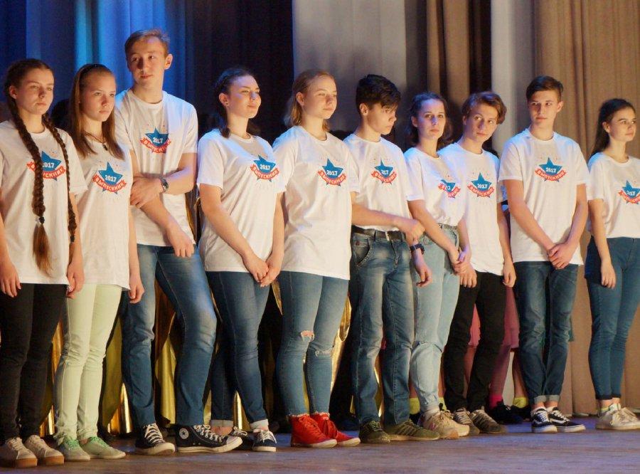 ВБрянске школьники собрали деньги впомощь ребенку сзаболеванием слуха