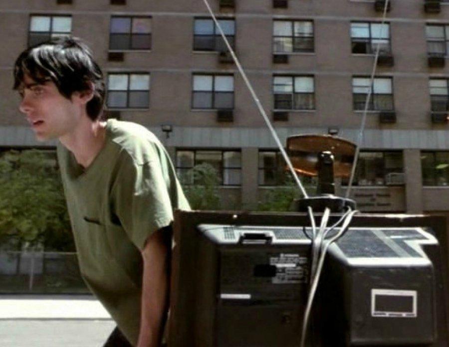 ВДубровке 22-летний оболтус похитил уженщины телевизор