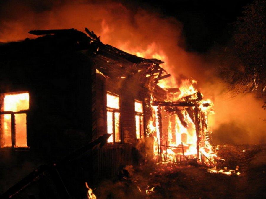 Ночью в брянском селе горел дом: есть пострадавший