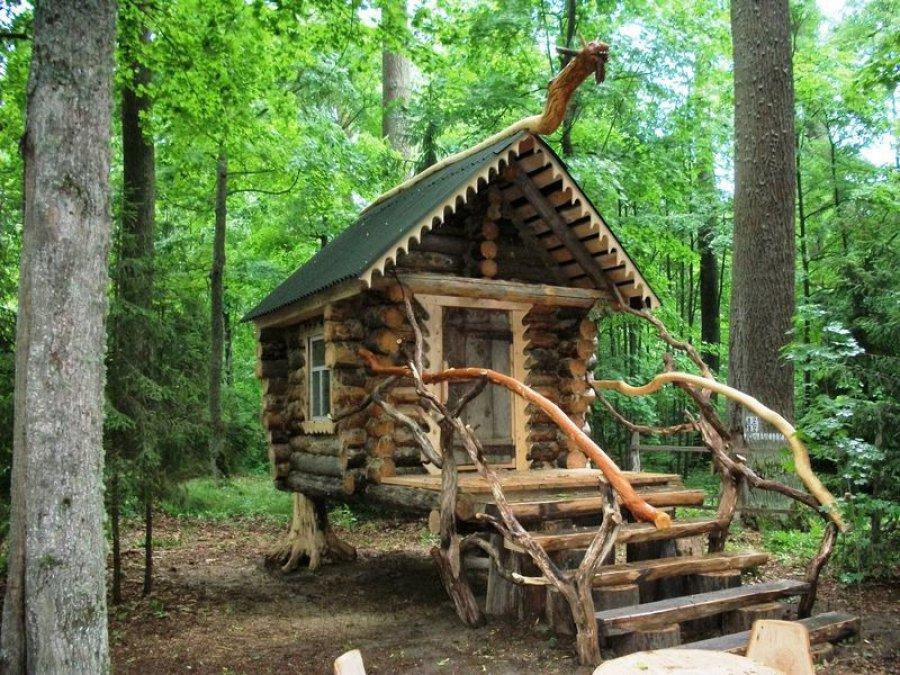 В севском лесу появилась сказочная избушка Бабы-Яги