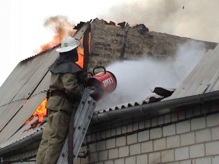 В Стародубском районе горел дом: есть пострадавший