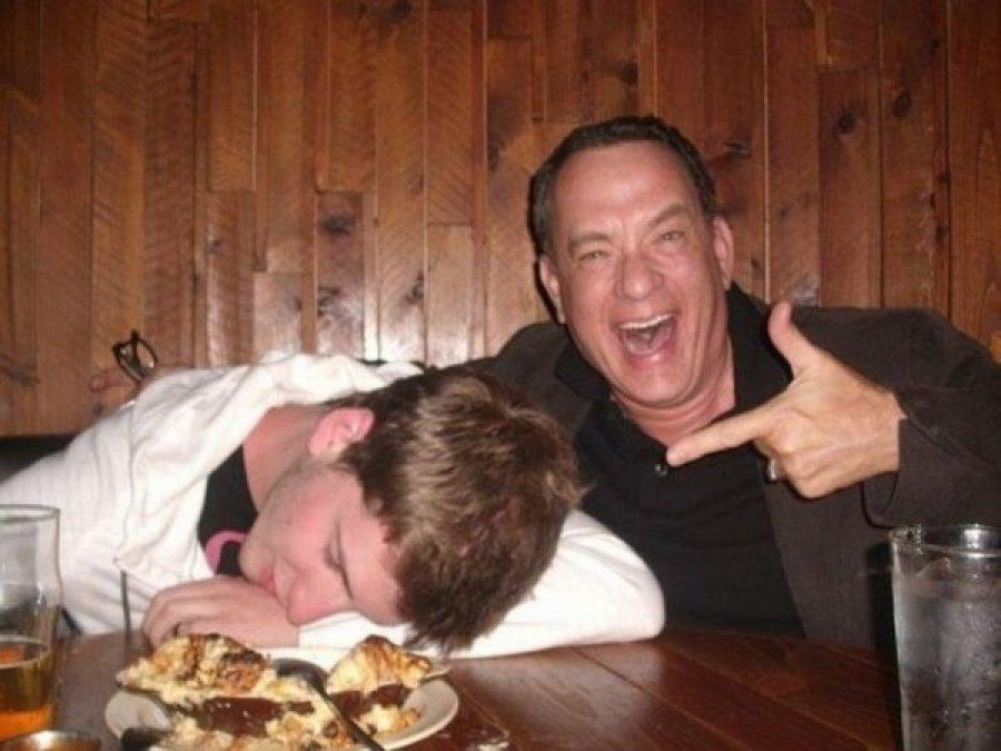 Фото пьяных под столом фото 172-673
