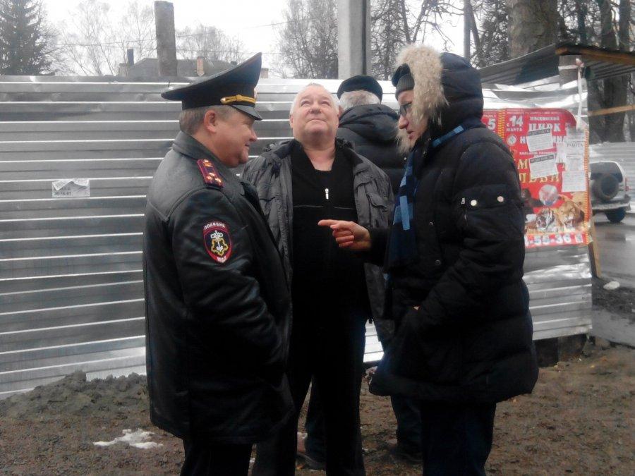 Народ начинает просыпаться: В Брянске из-за банера произошла потасовка жильцов с полицией
