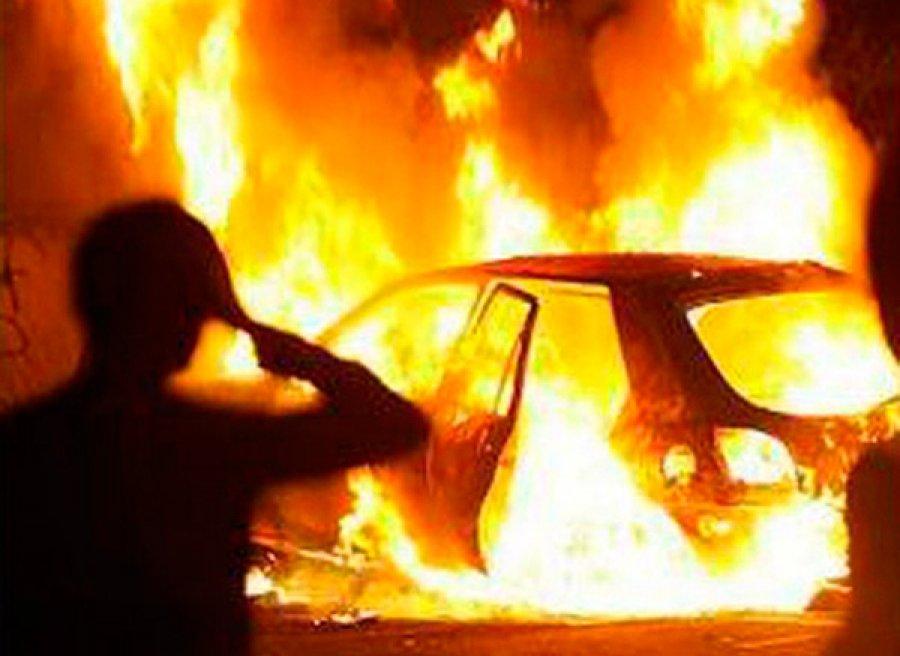 ВБрянске ночью сгорел автомобиль «Ауди»
