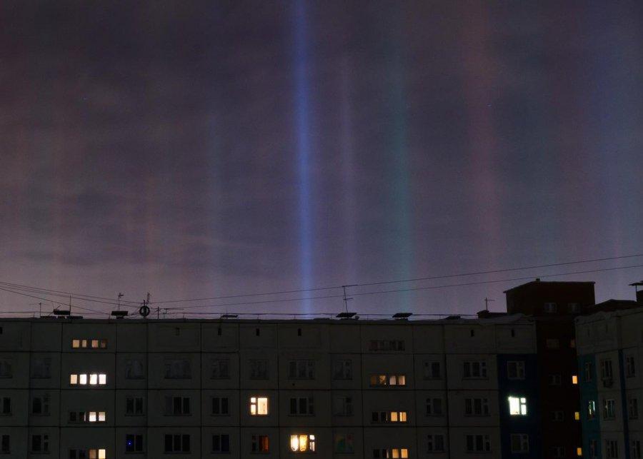 Брянцы фотографировали в небе световые столбы