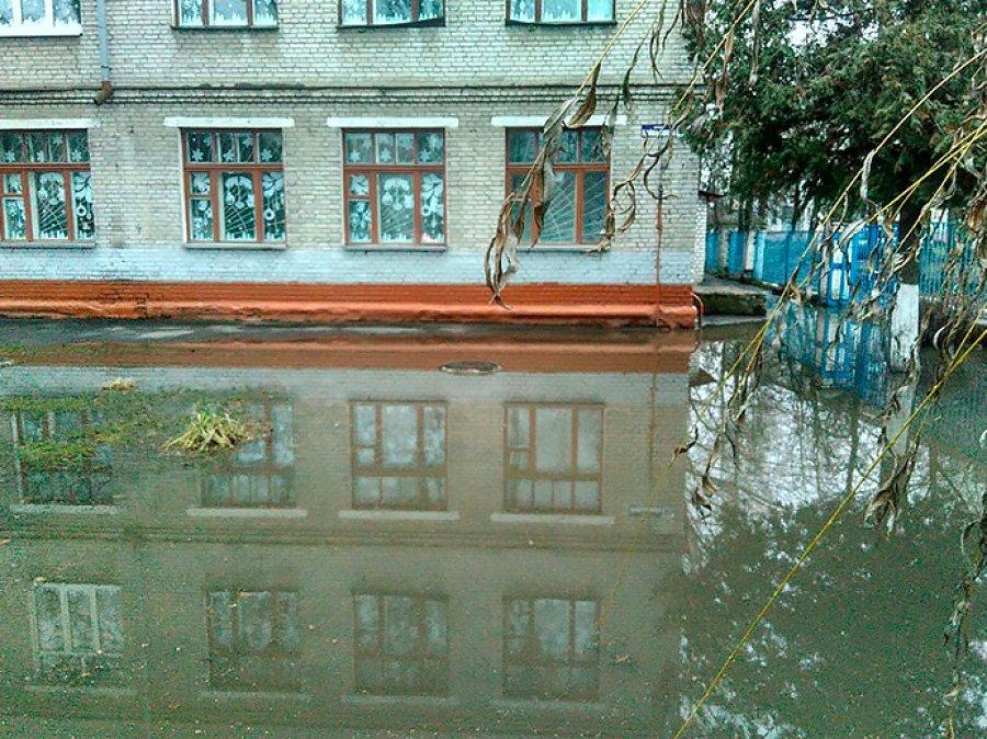В Брянске коммунальщики затопили бежицкую школу №39