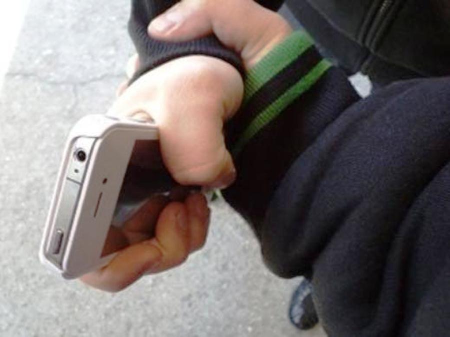 Брянский уголовник отобрал телефон у6-летнего ребенка вдетсаду