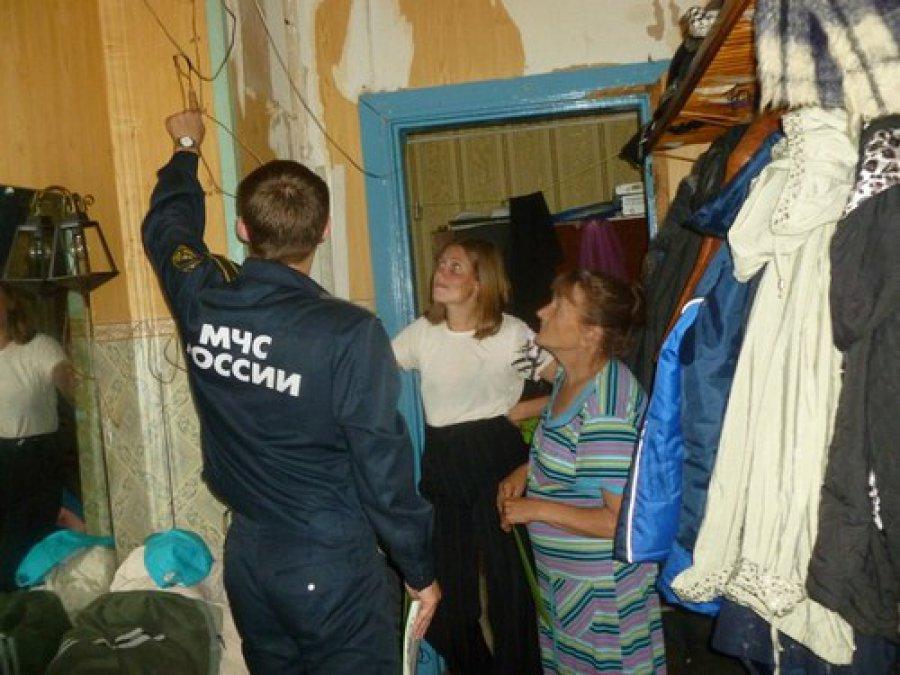 В Брянске сотрудники МЧС проверили пожароопасные дома