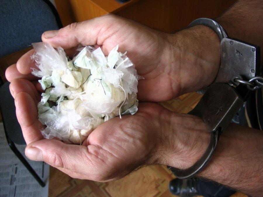 Брянцы разоблачили и сдали в полицию делающих «закладки» наркоторговцев