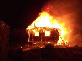 В брянском селе сгорел дом: есть пострадавший