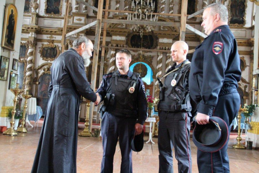 Брянские полицейские спасли отпожара храм салтарем, охраняемым ЮНЕСКО