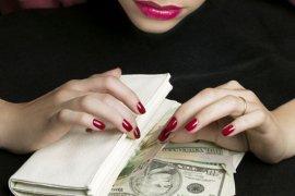 В Брянске за махинации с кредитами осудят 25-летнюю банкиршу