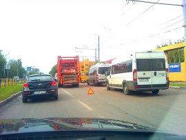 "При столкновении мусоровоза и ""ВАЗа"" в Брянске пострадала студентка БГСХА"
