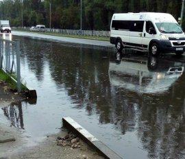 В Брянске потоп на Московском проспекте объяснили заглушкой ливневки