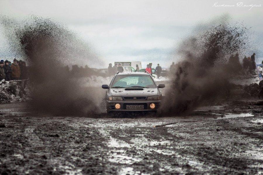 Навтором этапе ралли «Карачевский занос» гвоздем программы стали грязевые ванны