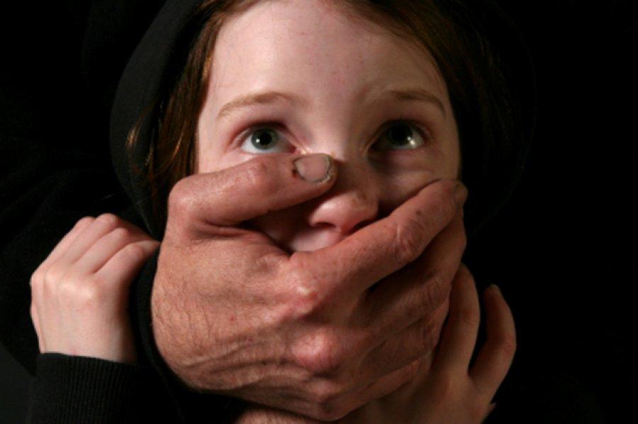 ВБрянске 43-летний педофил изнасиловал вподъезде 4-летнюю девочку