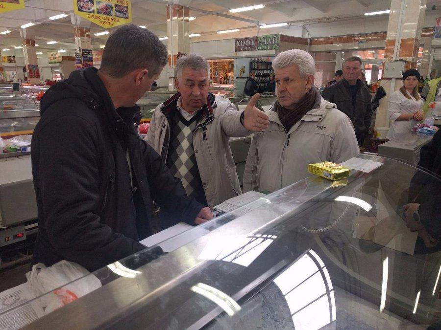 На Центральном рынке Брянска кошмарили бизнесмена Тарабукина