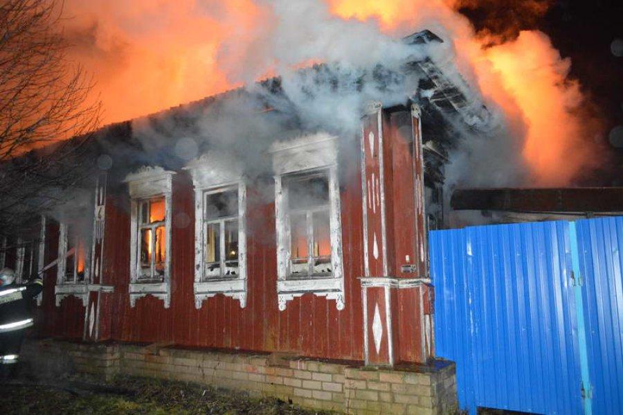 ВБрянске наКарачиже горел дом: имеется пострадавший