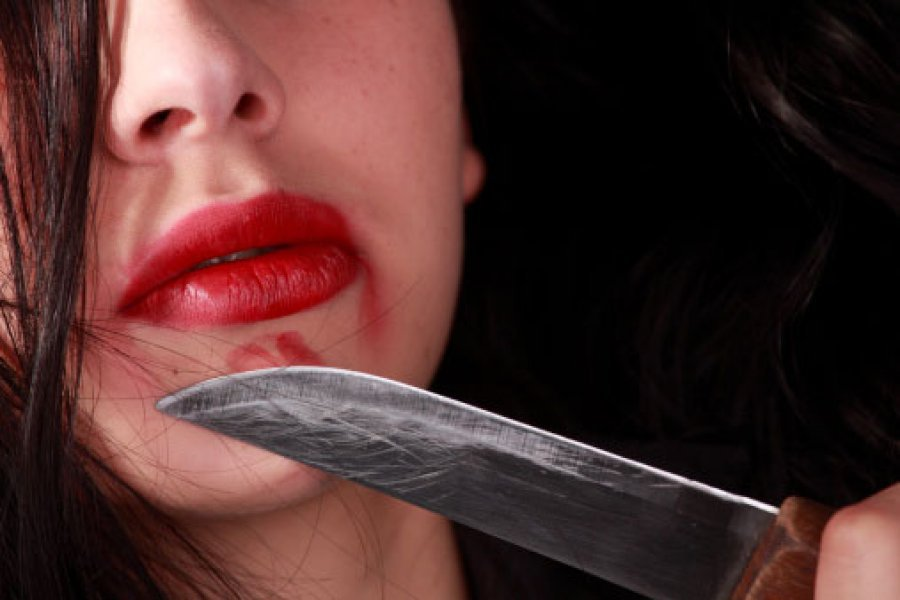 В Брянске пьяная 32-летняя женщина зарезала сожителя
