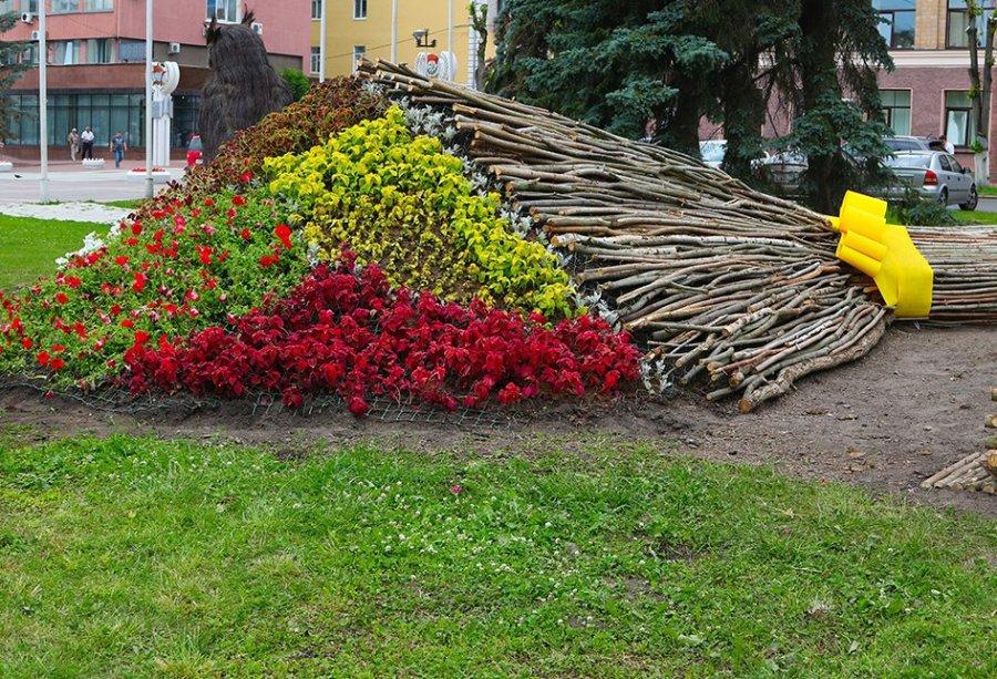 ВБрянске наплощади Ленина появился огромный букет цветов