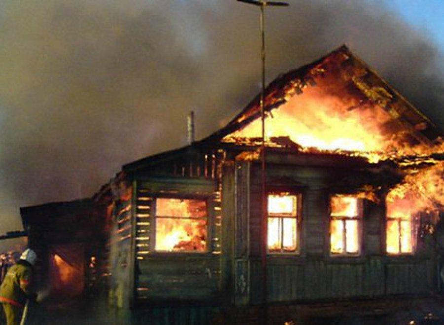 ВБрянске изгорящей квартиры спасли двоих мужчин
