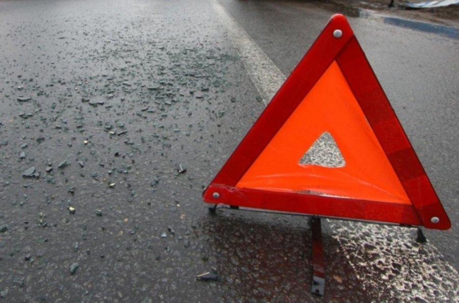 Набрянской трассе шофёр на«Мерседесе» влетел встолб