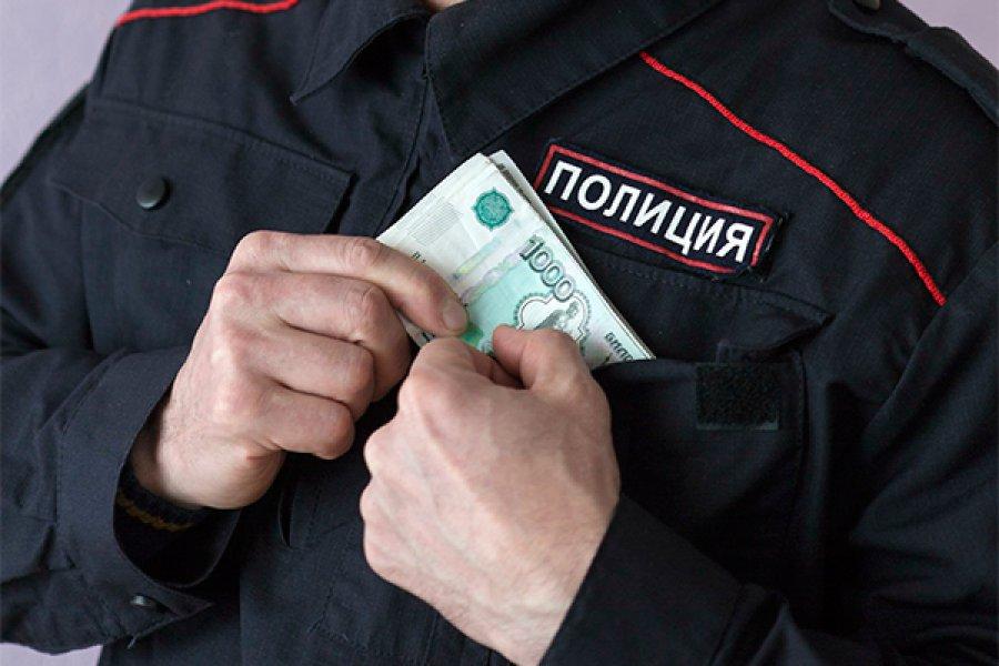 Брянский участковый вымогал узнакомого 130 тыс. руб.