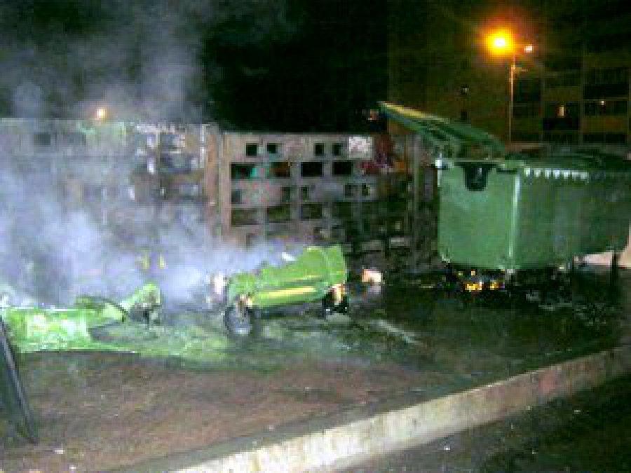 Ночью в Брянске сгорели три мусорных контейнера