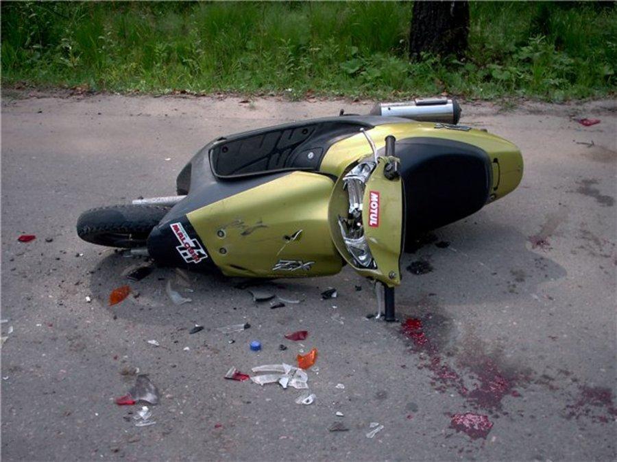 Набрянской трассе нетрезвый скутерист едва неубил себя ипассажира