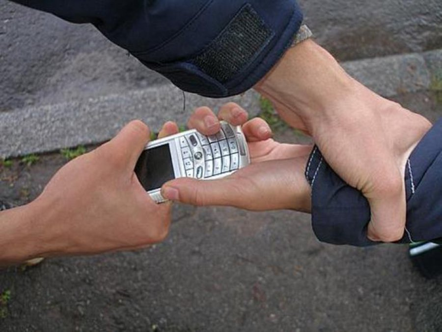 В Брянске уголовник угнал ВАЗ и украл у ребенка мобильник