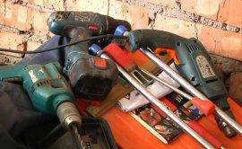 У брянского дачника украли электроинструменты на 20 тысяч рублей
